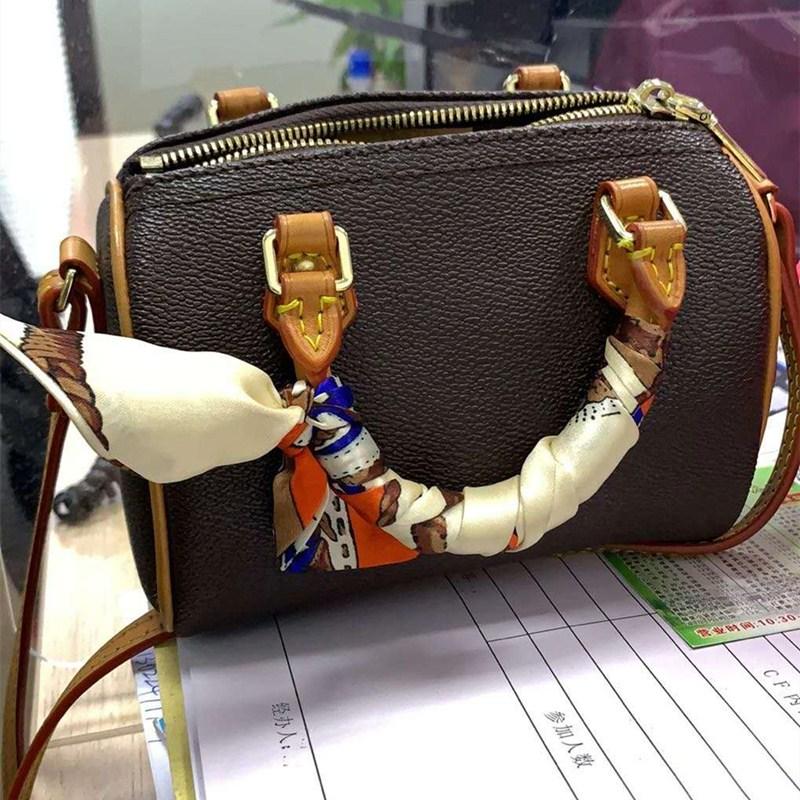 Womens bag 2020 Mini Mini pillow bag straddle one shoulder portable Boston chameleon leather bag