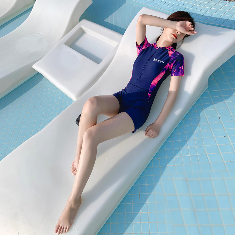 泳衣女2019新款遮肚显瘦保守学生运动款连体平角大码专业游泳衣