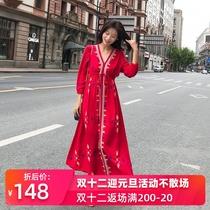 波西米亚民族风棉麻连衣裙刺绣红色大码显瘦裙子减龄超仙沙滩长裙