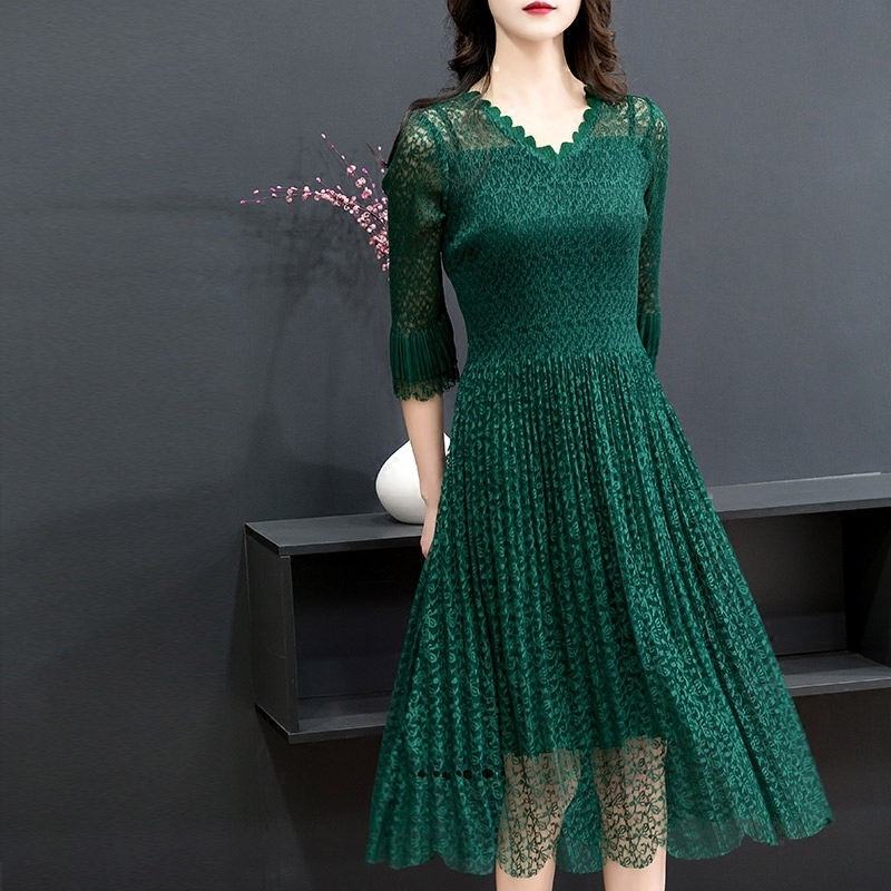 New products of fall 2018 V-neck 7 / 4 flared sleeve lace pleated medium length slim A-line dress