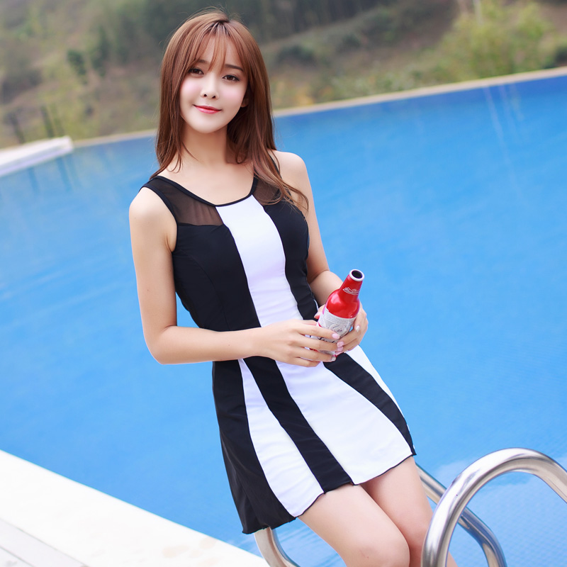 Korean swimsuit womens skirt split flat corner two piece set covering belly gathering sexy big size student hot spring swimming suit
