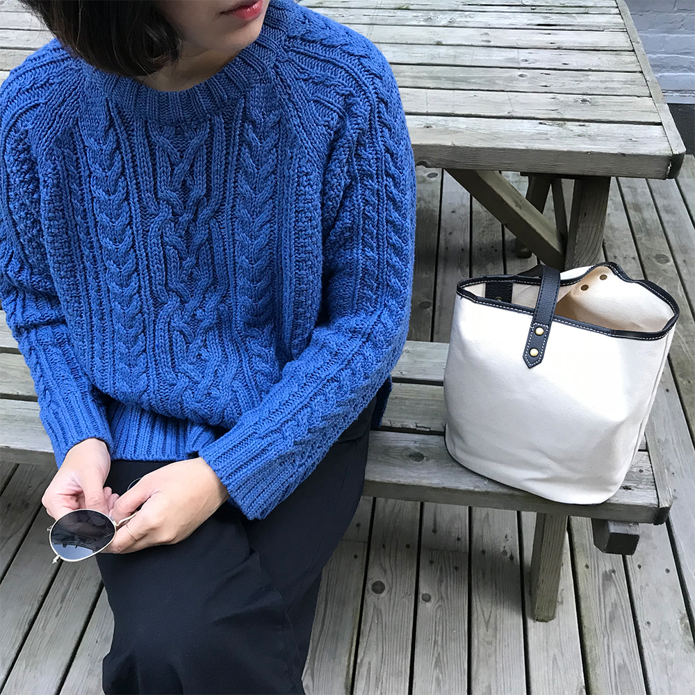 [supgeorge] recommend FW / Royal Blue thick stick knitted slit crew neck short sweater