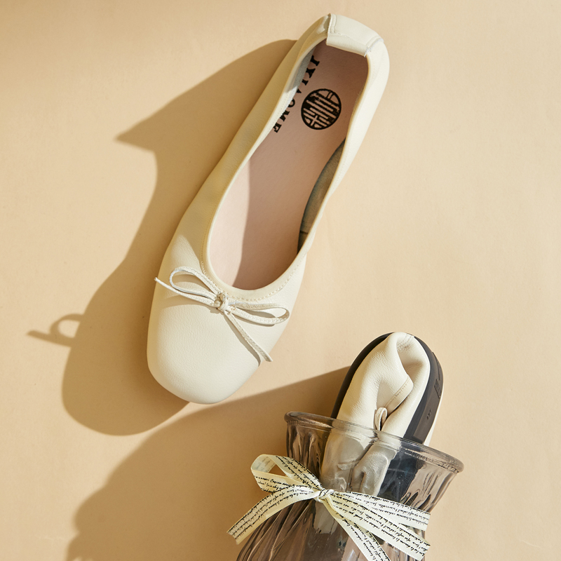 Comfortable womens shoes with soft sole and soft surface