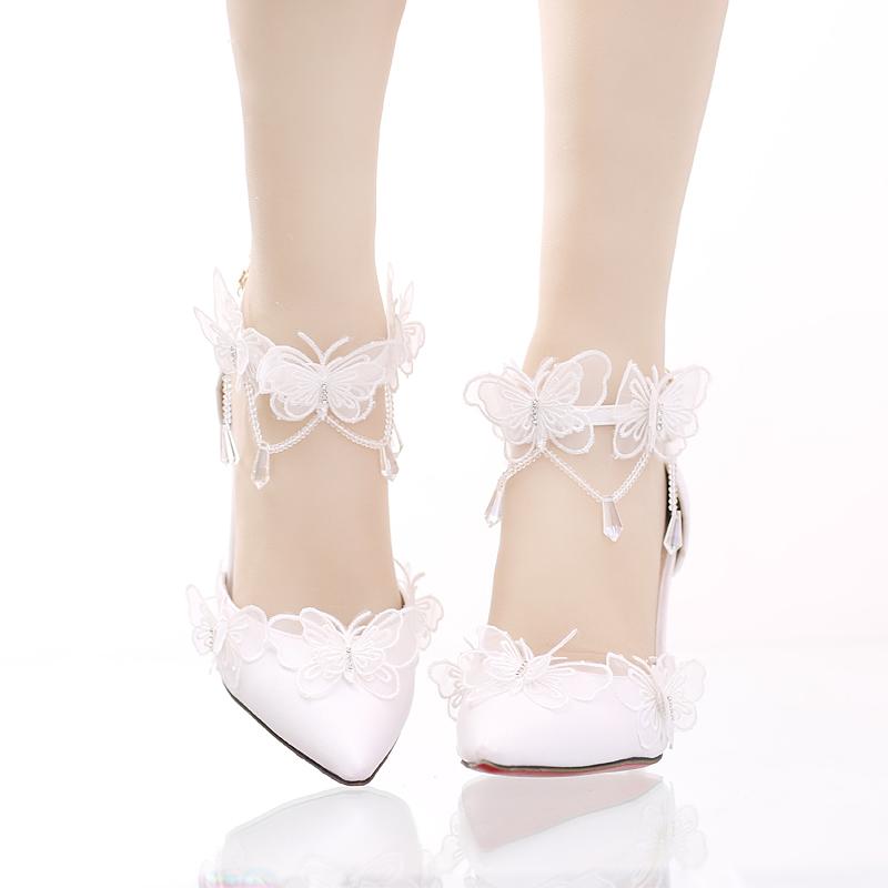 白色蕾丝蝴蝶水晶吊坠新娘鞋尖头细跟超高跟婚鞋一字式腕带女凉鞋
