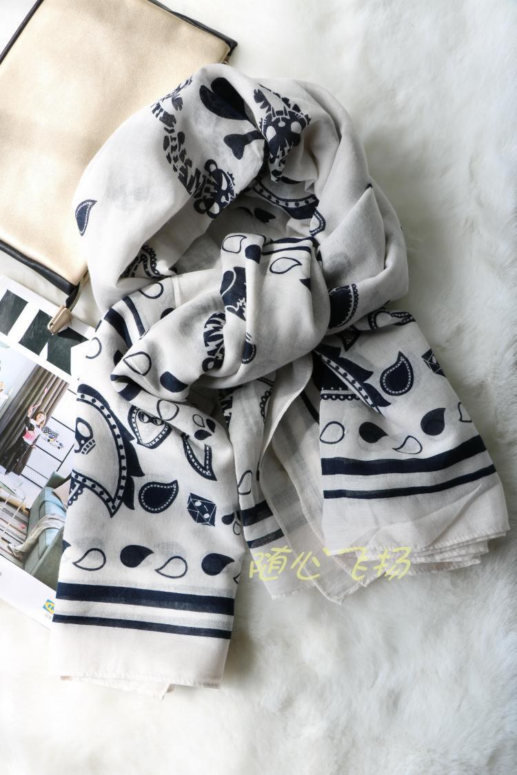 西班牙MD 女士披肩围巾 漂亮精致易搭大方巾白色动物图案棉质丝巾