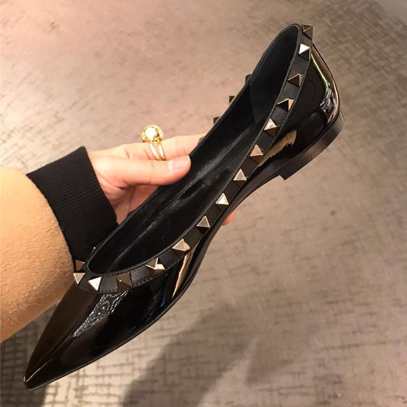 新款浅口秋冬季魅力裸白黑色漆皮铆钉潮真皮尖头低跟女单鞋平底鞋图片