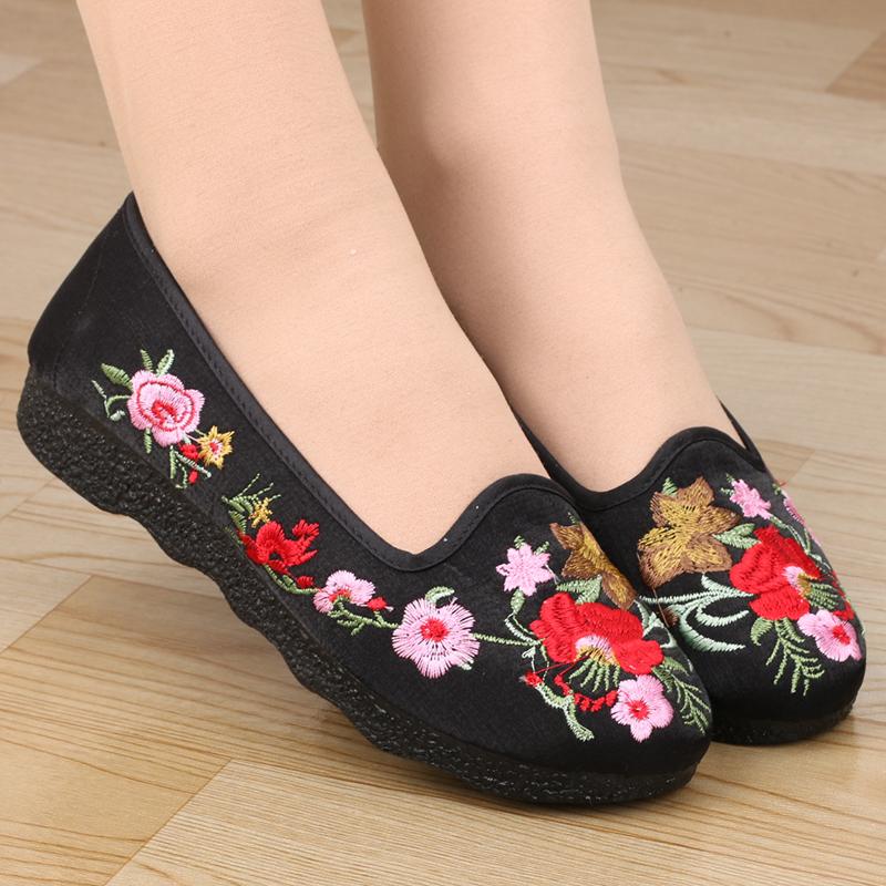 老北京布鞋女鞋妈妈鞋中老年奶奶平底民族风绣花鞋防滑老太太单鞋