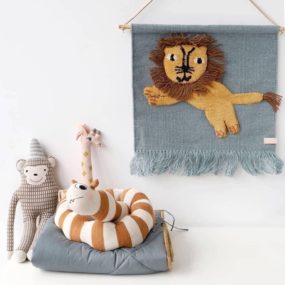 丹麦OYOY抱枕玩偶纯棉儿童房小猴子毛毛虫长颈鹿宝宝睡眠玩伴礼物