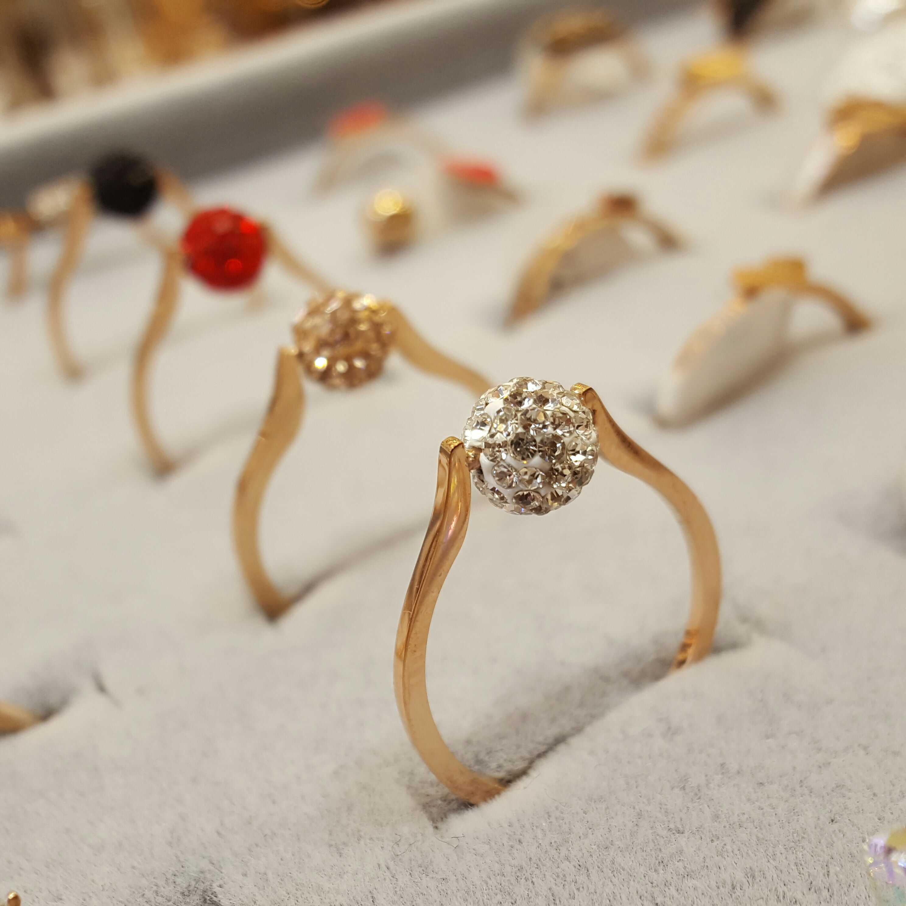 韩版时尚个姓镀玫瑰金指环转运珠女款钛钢戒指满钻不掉色尾戒18K