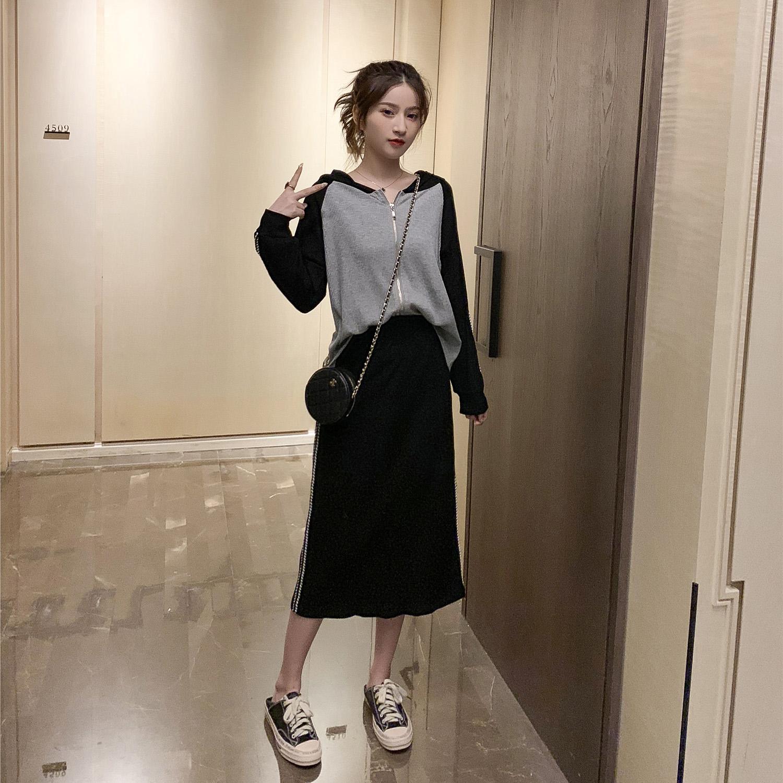 99.90元包邮2019秋季新款韩版连帽撞色长袖卫衣+半身裙套装女减龄运动两件套