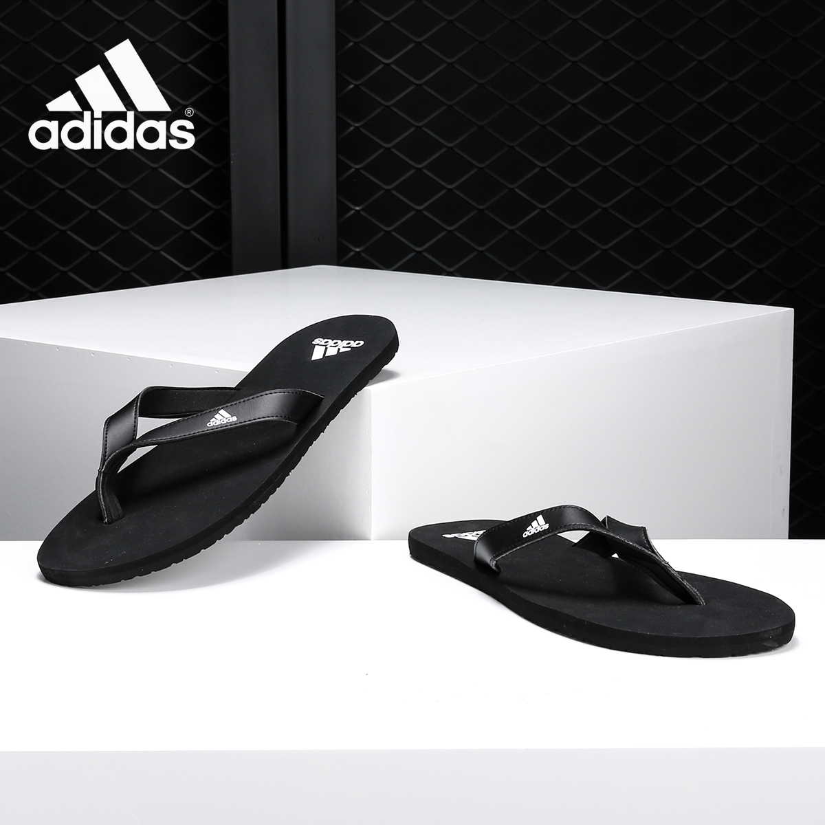 阿迪运动拖鞋