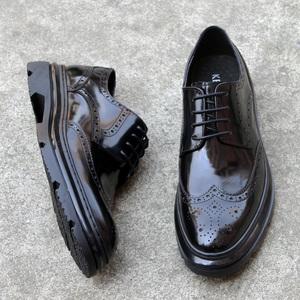 商务休闲布洛克皮鞋男系带英伦雕花漆皮男鞋韩版潮流厚底增高鞋子