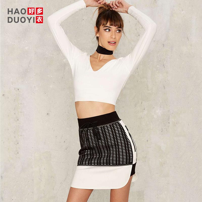 Haoduoyi街头运动风休闲连帽V领漏锁骨上衣短款露脐修身白色T恤女