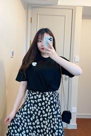大码春装女洋气减龄微胖妹妹mm显瘦心机两件套装小雏菊半身裙T恤图片