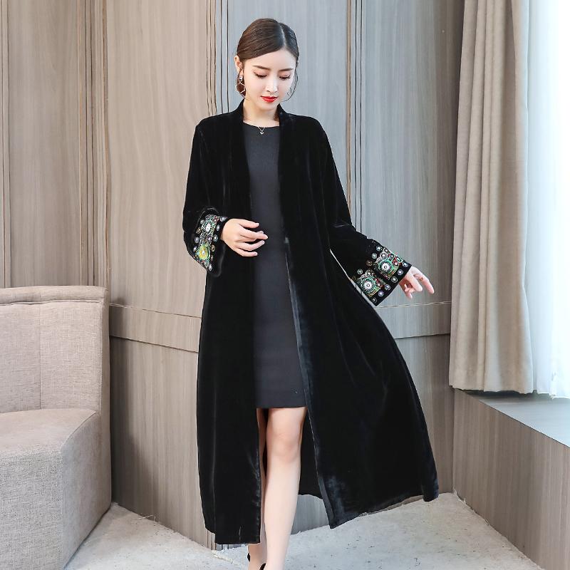 2019秋季新款精品女装开衫女复古钉珠刺绣中长款亮面丝绒风衣外套