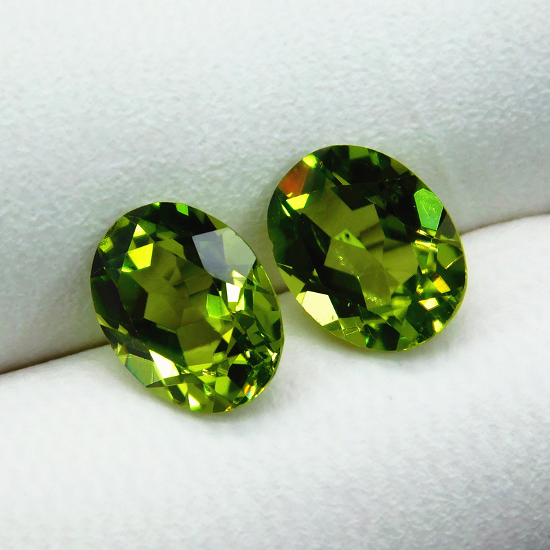Precious olivine green natural naked stone ring for men and women