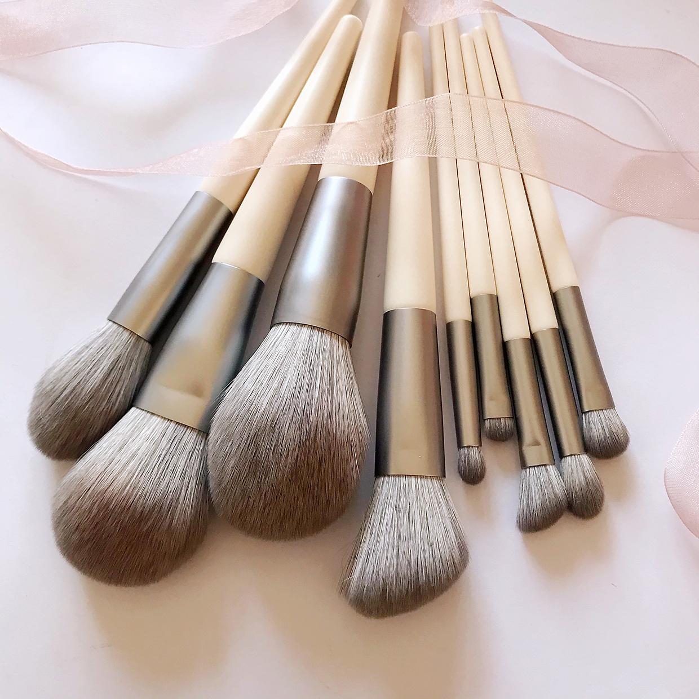 White tea 9 bare brushes makeup brush, powder brush, blush brush, high gloss brush, eye shadow brush, makeup tool.