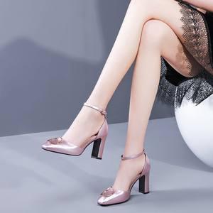 银色中空单鞋方头一字扣带2020夏季新款粗跟包头凉鞋女高跟鞋真皮