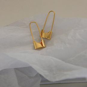 欧美国18K包金色ins港风极简约个性潮街头复古别针锁头耳环抗过敏