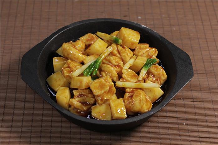 仿真铁板鸡土豆炒菜假菜食物样品食品道具中餐菜肴小吃模型定制