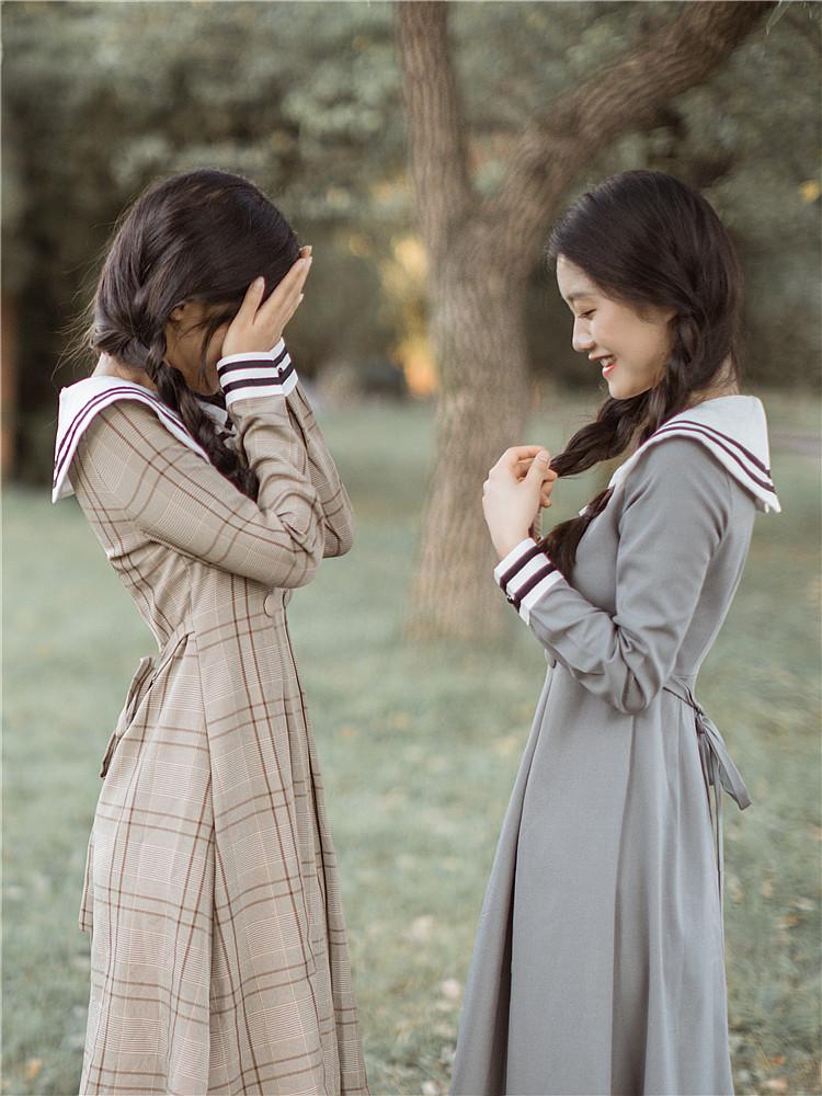 秋冬法式设计感小众文艺复古海军风长袖桔梗连衣裙收腰显瘦气质