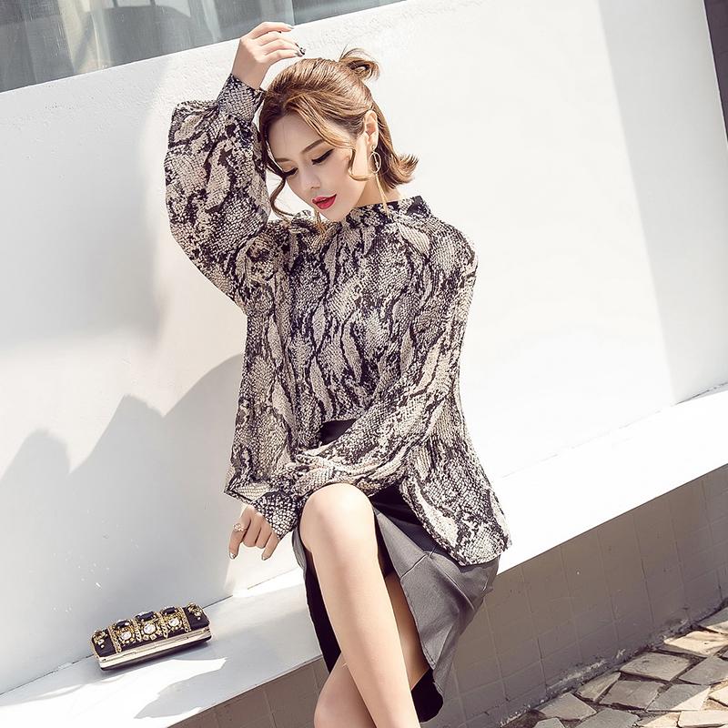 2018春装新款女装气质宽松褶皱印花雪纺衫长袖打底衫潮