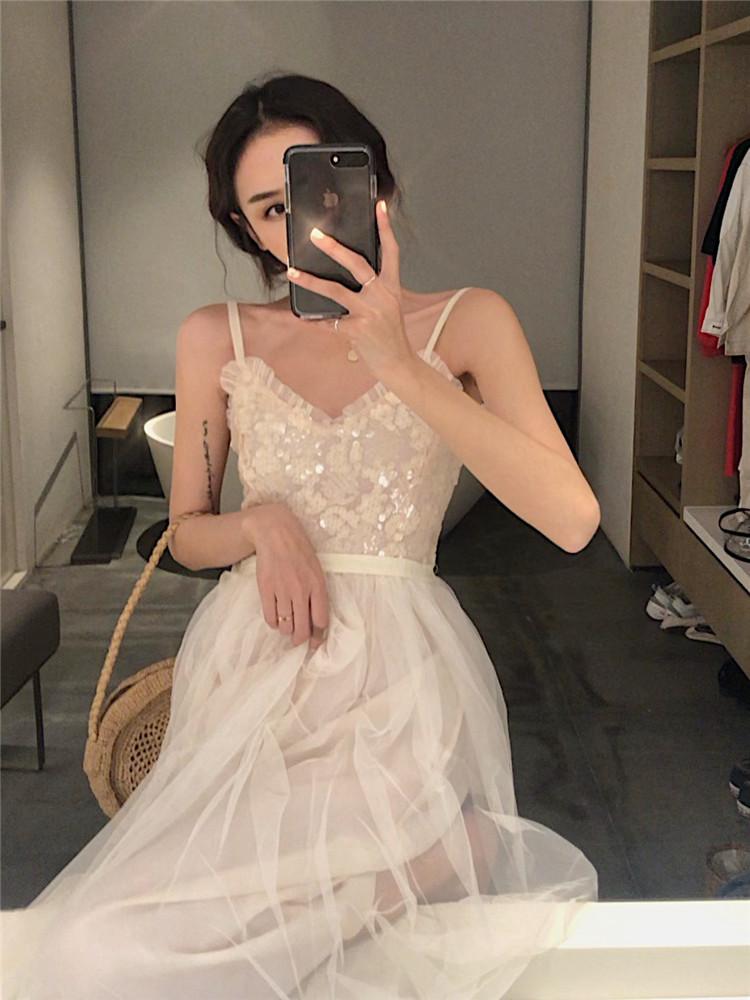 2019夏季新款亮片V领吊带连衣裙港味chic气质仙女裙中长款网纱裙