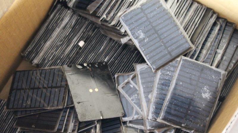 包邮17.9元 5片5v-6v 80-140ma多晶太阳能电池板手机充电DIY科技