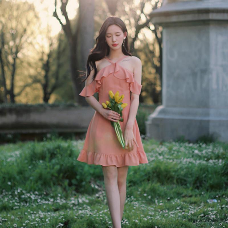 2018夏季新品韩国气质连衣裙女性感挂脖露肩裙气质名媛短裙小礼服