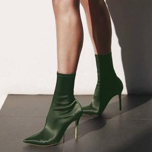 领5元券购买2019新款秋冬尖头绸缎面袜子短靴