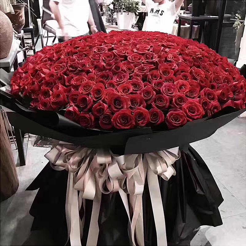 999本のバラの花束上海同城生花速達誕生日バレンタインデーのプロポーズの告白は365/520本の花を送ります。