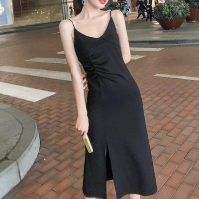 性感V领吊带连衣裙女长款2020春夏新款显瘦气质打底裙内搭小黑裙