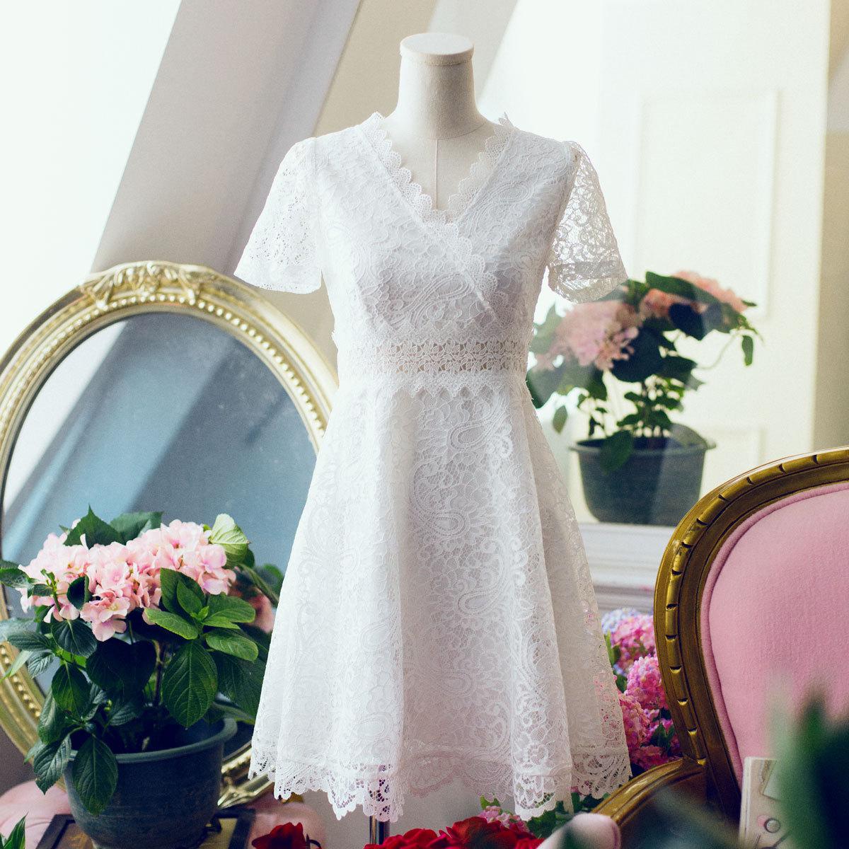 BGS女装2018年夏装新甜美波浪形花边V领镂空修身短袖蕾丝连衣裙仙
