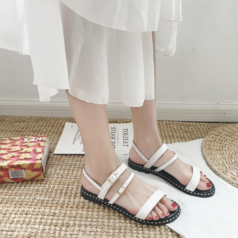 凉鞋女韩版铆钉时尚百搭露趾网红2018夏新款女鞋一字扣平底罗马潮