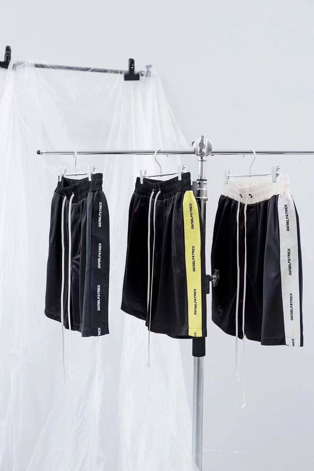 New Youth Popular mens casual sports loose double mesh breathable fabric trimmed shorts