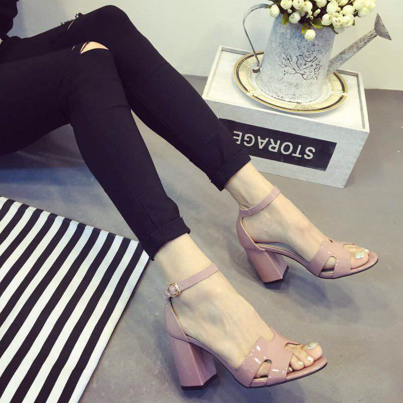 Sandals womens summer 2017 new high heel thick heel patent leather simple and versatile sweet Korean summer middle heel womens sandals