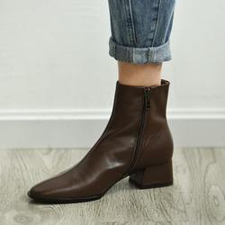 何其丑棕色加绒中跟短靴2020冬女鞋