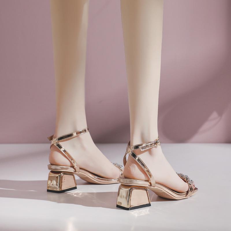 涼鞋女夏2020新款一字扣帶仙女風中跟粗跟網紅水鉆時裝涼鞋ins潮