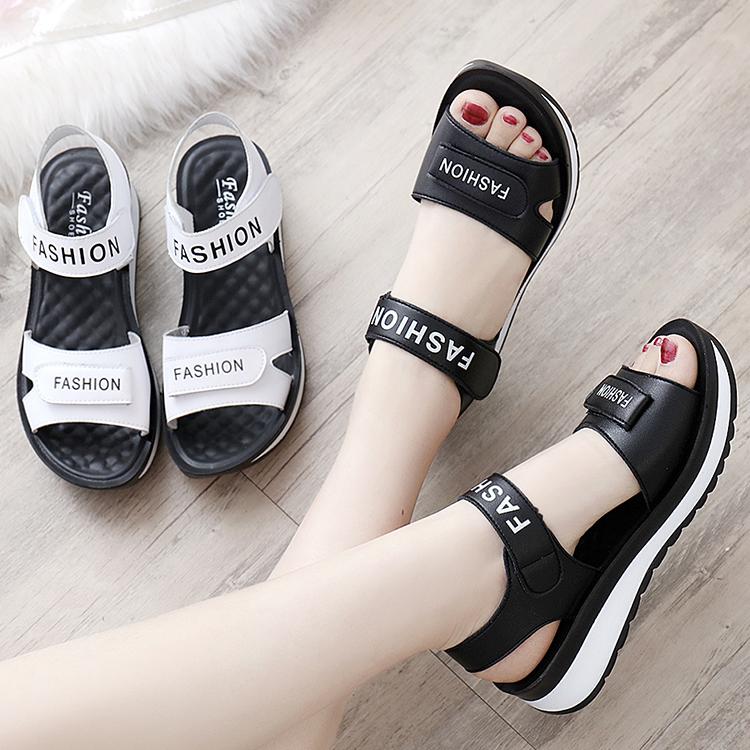 2021新款女士妈妈鞋中年防滑凉鞋子