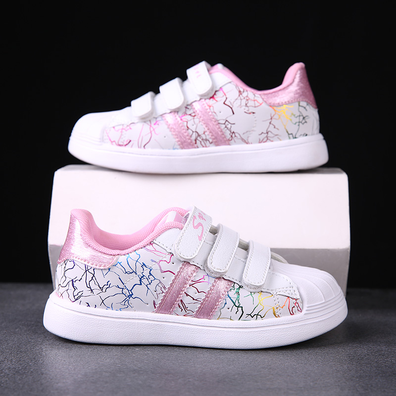Girls leisure sports shoes for spring outing in early summer of 2021