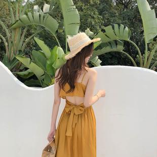 露腰姜黄色连衣裙仙女小心机中长款 小玉蔡 露背度假风沙滩吊带裙