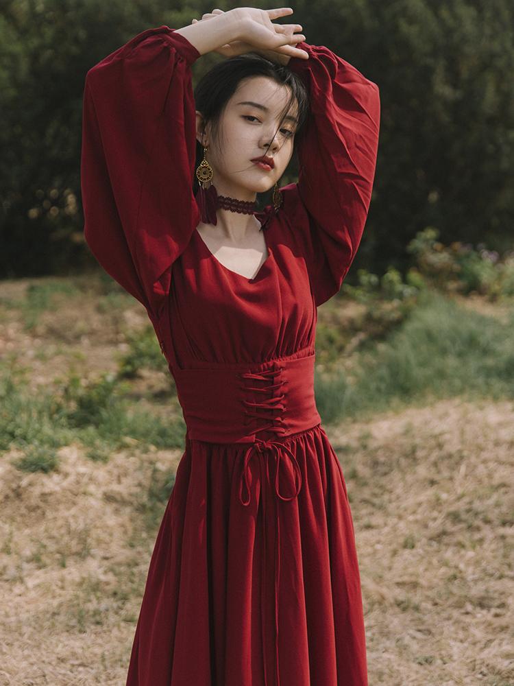 假一赔三红色复古方领连衣裙女秋季桔梗法式拍照旅行旅游仙女超仙森系裙子