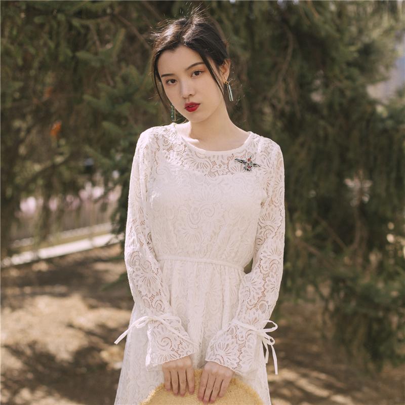 138.00元包邮法式复古白色蕾丝连衣裙秋季新款2019气质仙女修身显瘦中长款裙子