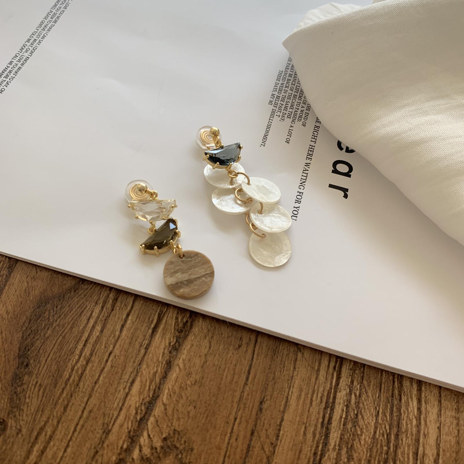 辛西娅天然薄片贝壳锆石不对称硅胶蚊香盘耳夹女无耳洞耳夹新款图片