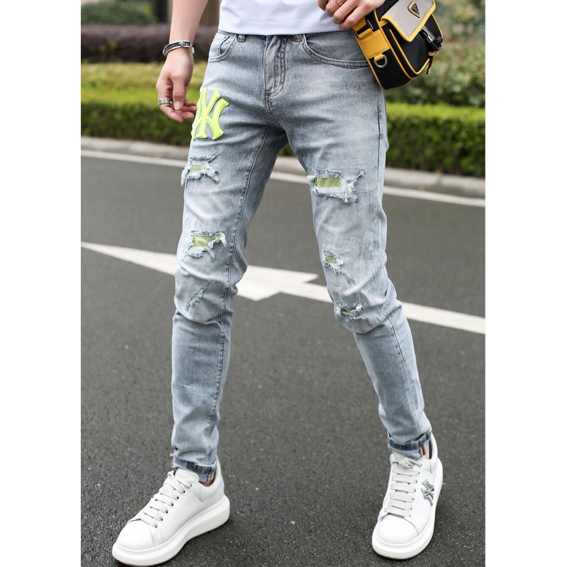 2020夏季新款欧美时尚潮流个性修身破洞刺绣贴标网红小脚牛仔裤男