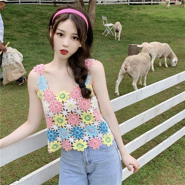 Korean new original design small chrysanthemum cute small figure lace embroidery loose vest suspender top