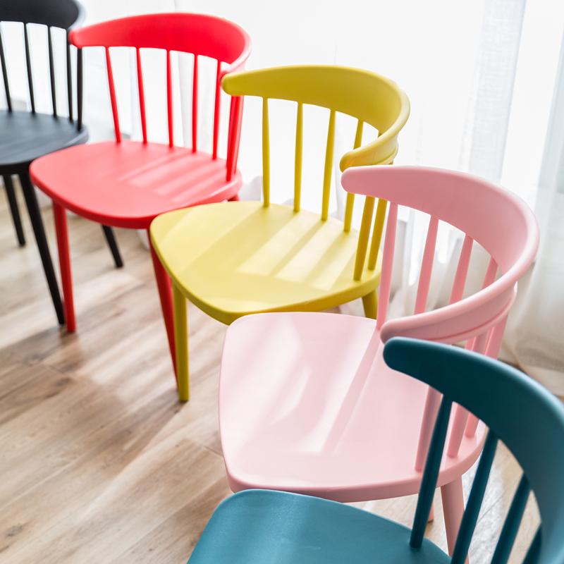 Нордический стиль современный виндзор стул простой пластик случайный стул домой контакт разговор столы и стулья сочетание спинка стул сын