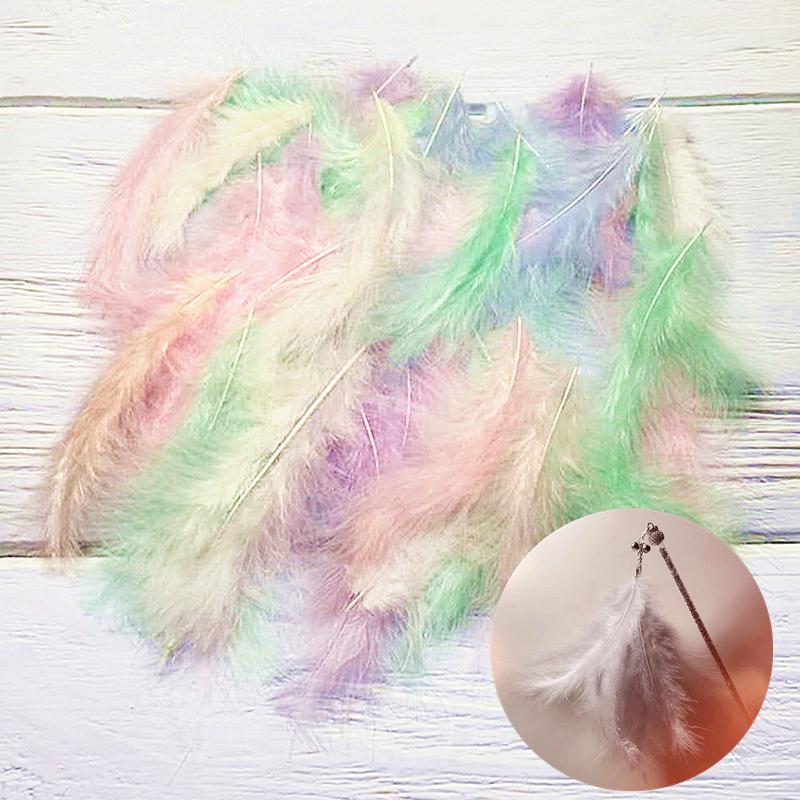 手で猫の棒をからかうdiy材料の七面鳥の先の尾の?の羽は猫のおもちゃの仙女の棒をからかいます。