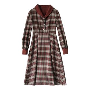 奈看「法式復古格紋」秋冬配大衣內搭長袖紅條紋連衣裙女中長款