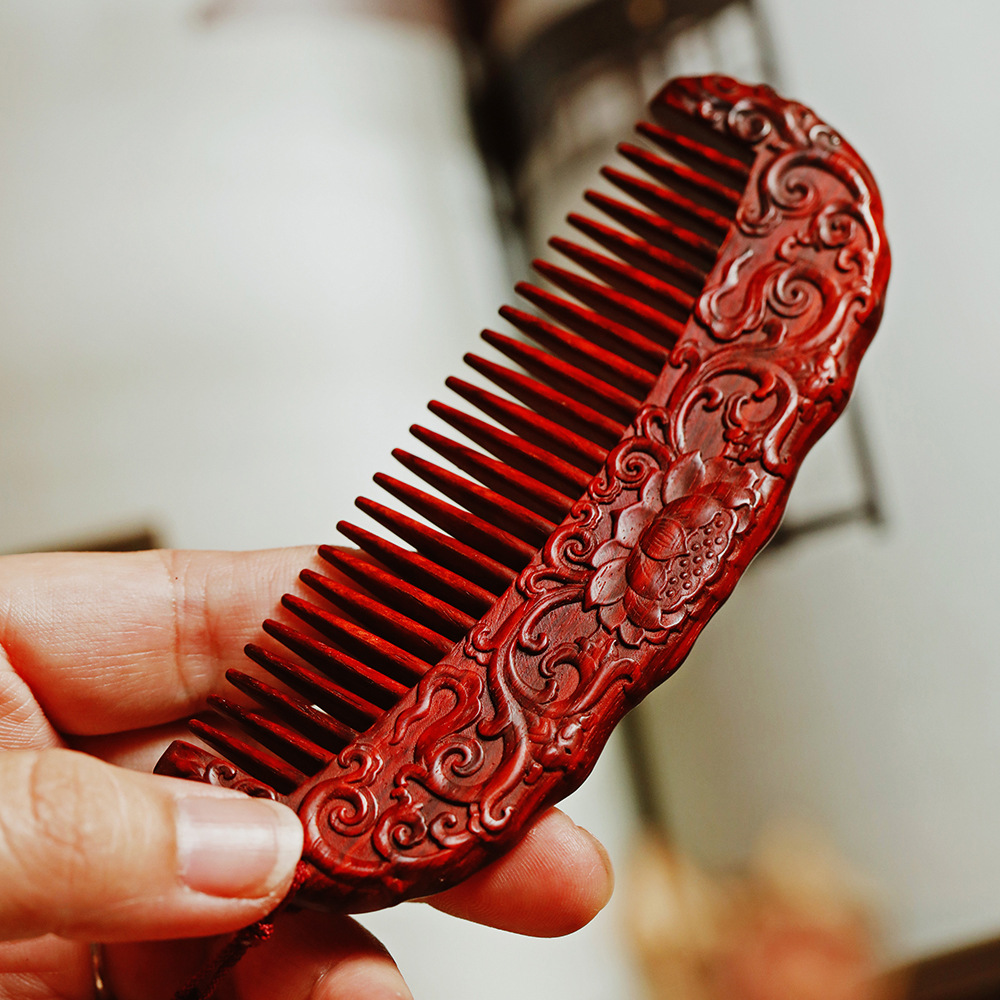 India small leaf red sandalwood green lotus comb finishing material fine carving handicraft wooden comb antistatic wooden Collection Gift